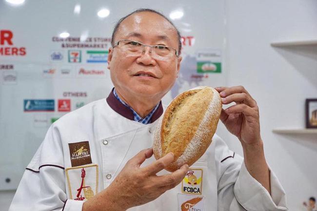 Phóng viên báo Mỹ nổi tiếng tìm đến tận nơi mua bánh mì thanh long của Việt Nam, bất ngờ nhất là những mỹ từ cô ấy thốt ra sau khi ăn-1