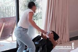 Kim Kardashian đấm chị gái trên truyền hình