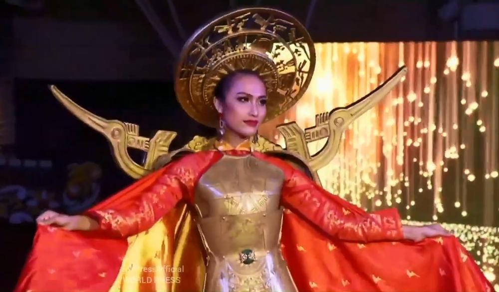 Hoài Sa tỏa sáng rực rỡ với phần thi quốc phục tại Hoa hậu Chuyển giới Quốc tế 2020-1