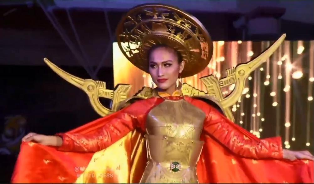 Hoài Sa tỏa sáng rực rỡ với phần thi quốc phục tại Hoa hậu Chuyển giới Quốc tế 2020-3