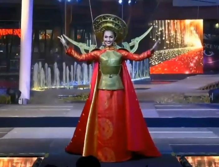 Hoài Sa tỏa sáng rực rỡ với phần thi quốc phục tại Hoa hậu Chuyển giới Quốc tế 2020-5