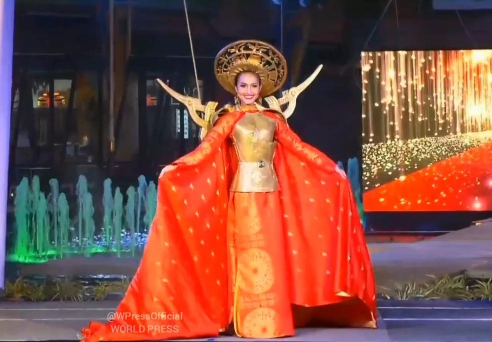 Hoài Sa tỏa sáng rực rỡ với phần thi quốc phục tại Hoa hậu Chuyển giới Quốc tế 2020-6