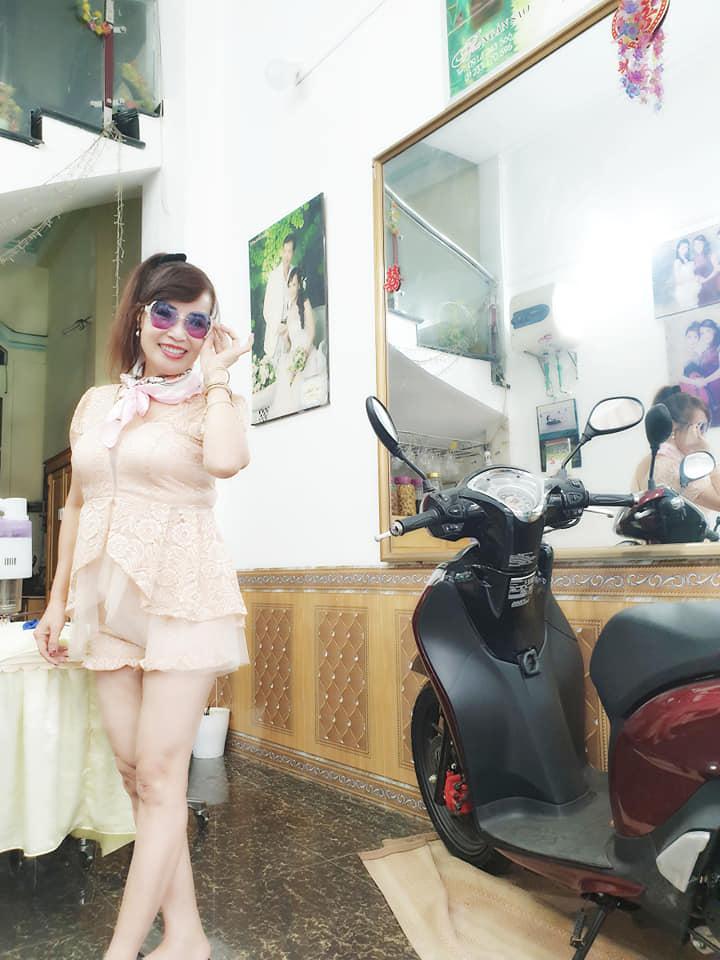 Khoe vòng 1 hững hờ, nhan sắc cô dâu 63 tuổi ở Cao Bằng làm ai cũng bất ngờ-5