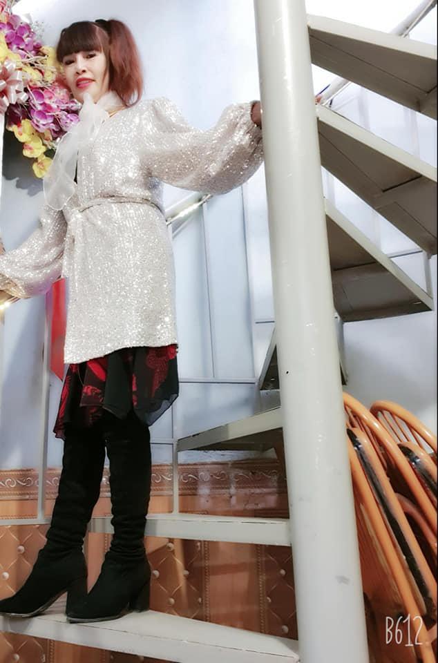 Khoe vòng 1 hững hờ, nhan sắc cô dâu 63 tuổi ở Cao Bằng làm ai cũng bất ngờ-4