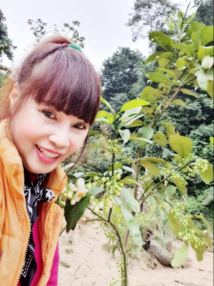 Khoe vòng 1 hững hờ, nhan sắc cô dâu 63 tuổi ở Cao Bằng làm ai cũng bất ngờ-3