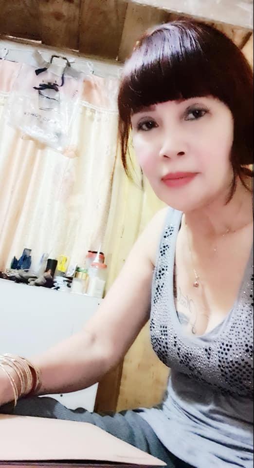 Khoe vòng 1 hững hờ, nhan sắc cô dâu 63 tuổi ở Cao Bằng làm ai cũng bất ngờ-2