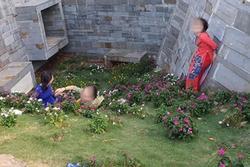 Bất chấp bị cấm, nhóm phụ nữ lớn tuổi mặc áo dài ở Đắk Lắk vẫn rủ nhau dẫm chân lên cỏ 'sống ảo'