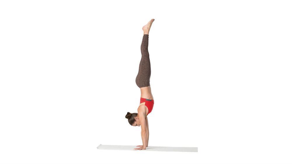 Bạn gái Sơn Tùng M-TP tập tư thế yoga khó mà vẫn bị cư dân mạng bóc mẽ...-3