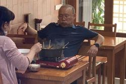 Dân mạng 'bắt quả tang' thầy Park giản dị, dẫn vợ đi ăn lẩu bình dân Việt Nam