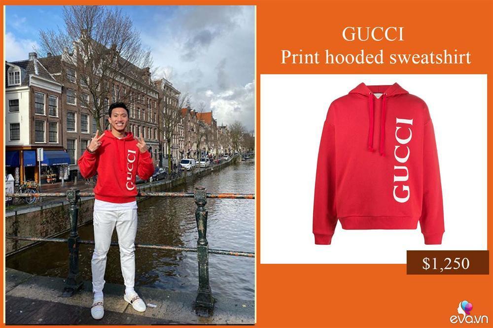 Vừa được đá chính, Văn Hậu đã lên đồ sang chảnh với cả cây Gucci dạo phố Hà Lan-1