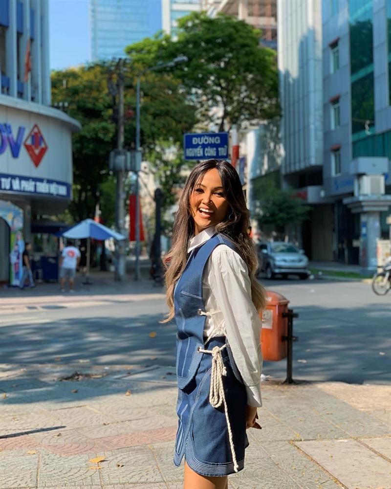 Chán hình ảnh bánh bèo, HHen Niê được fan khen nức nở với phong cách nữ tổng tài-7