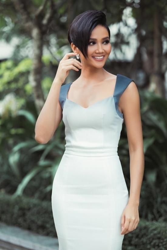 Chán hình ảnh bánh bèo, HHen Niê được fan khen nức nở với phong cách nữ tổng tài-11