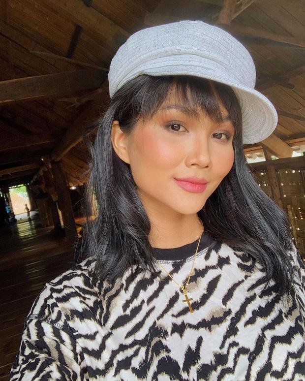 Chán hình ảnh bánh bèo, HHen Niê được fan khen nức nở với phong cách nữ tổng tài-14