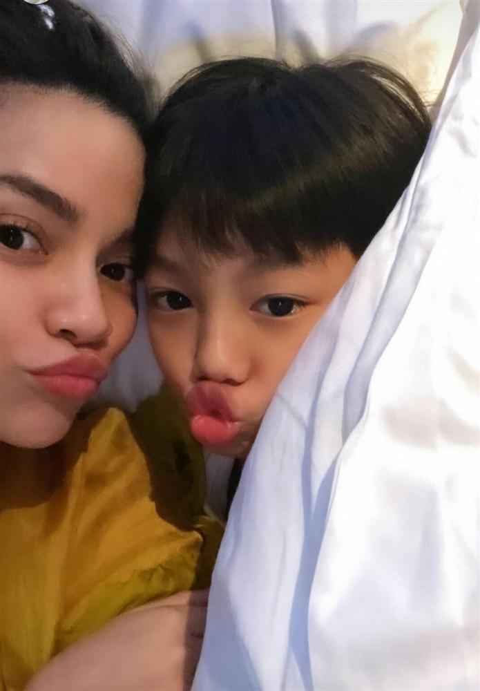 Xuất ngoại cùng mẹ và chú Kim Lý, Subeo được khen hết lời vì vui chơi không quên việc học-7