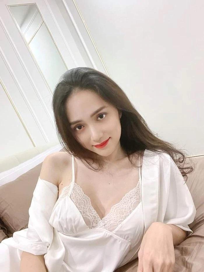 Hương Giang Idol diện váy ngủ gầy trơ xương quai xanh-2