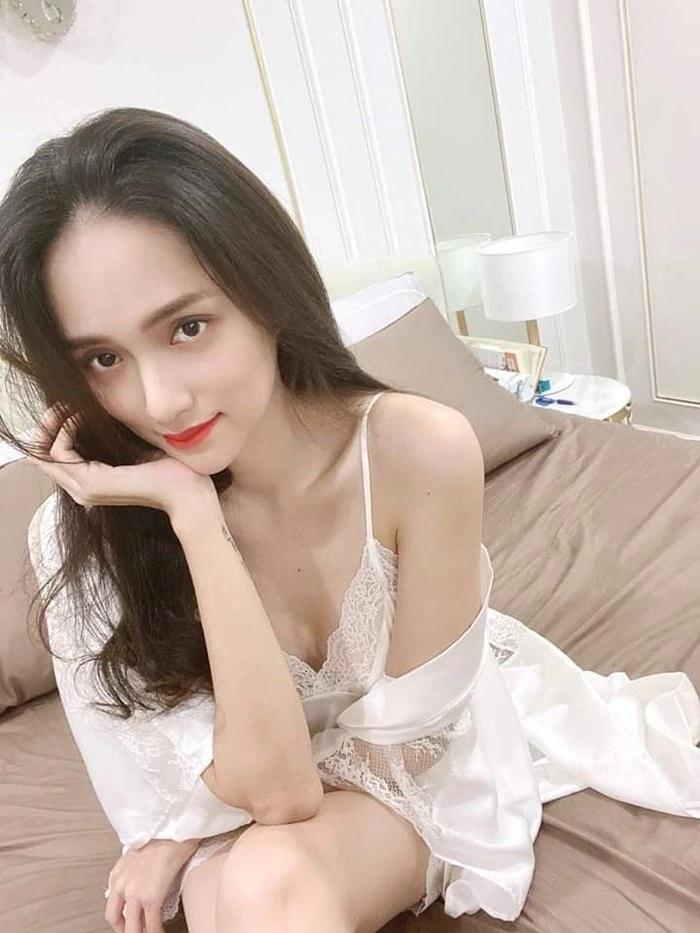 Hương Giang Idol diện váy ngủ gầy trơ xương quai xanh-5