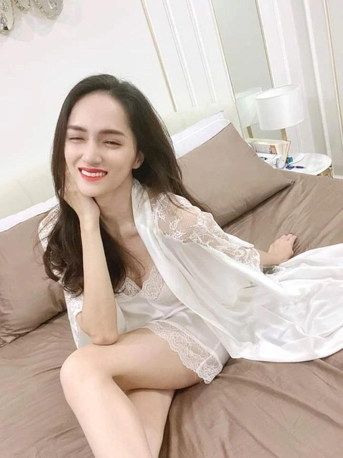 Hương Giang Idol diện váy ngủ gầy trơ xương quai xanh-4