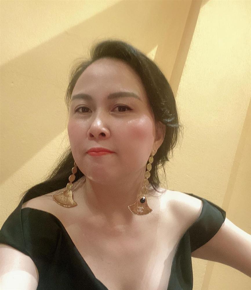 SAO MAKE OVER: Lâm Khánh Chi trang điểm như dọa ma - Lông mày của Miu Lê đâu rồi?-8
