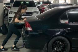 Mặc Văn Lâm ngăn cản, Yến Xuân vẫn 'chơi dại' dùng tay không đẩy ô tô rồi nhận cái kết đắng