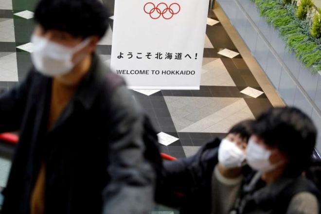 Suýt bị đánh vì ho liên tục trên tàu điện ở Nhật Bản-1