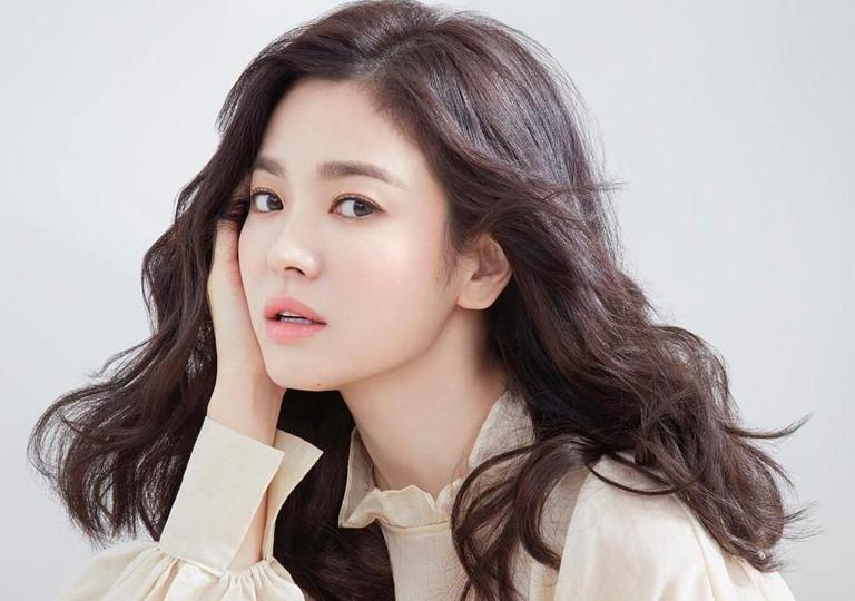 Covid-19 hoành hành Hàn Quốc: Lee Min Ho - IU từ thiện chục tỷ, Song Hye Kyo im lặng kệ đời-4