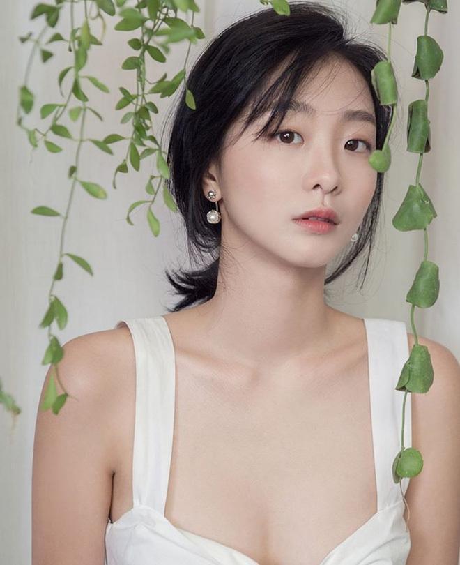 Khác hoàn toàn hình ảnh nữ quái trong Itaewon class, Kim Da Mi ngoài đời đẹp thuần khiết-4