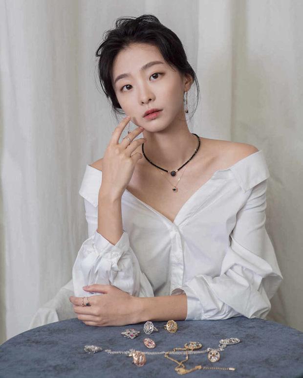 Khác hoàn toàn hình ảnh nữ quái trong Itaewon class, Kim Da Mi ngoài đời đẹp thuần khiết-5
