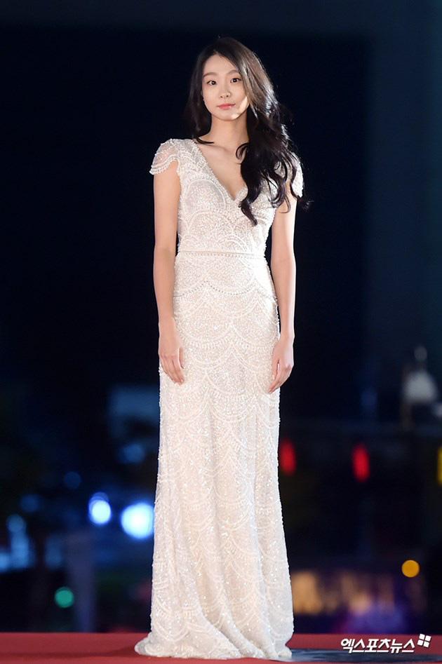 Khác hoàn toàn hình ảnh nữ quái trong Itaewon class, Kim Da Mi ngoài đời đẹp thuần khiết-8