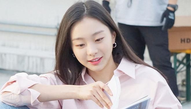 Khác hoàn toàn hình ảnh nữ quái trong Itaewon class, Kim Da Mi ngoài đời đẹp thuần khiết-6