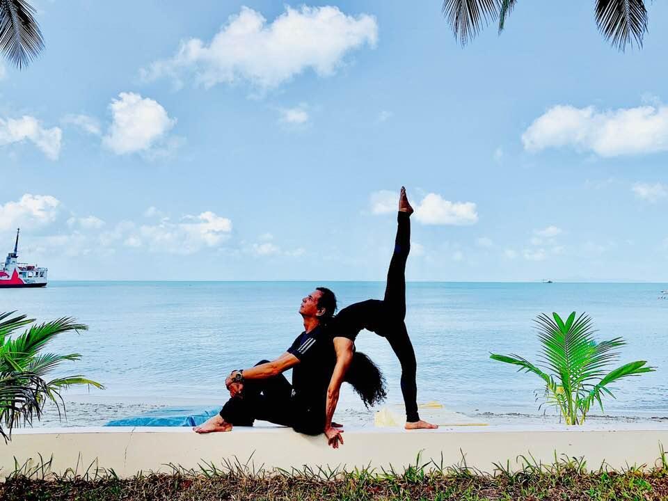 Mẹ Hồ Ngọc Hà thực hiện động tác yoga đỉnh như xiếc bất chấp đã ở tuổi 63-7