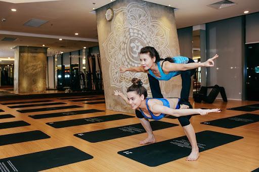Mẹ Hồ Ngọc Hà thực hiện động tác yoga đỉnh như xiếc bất chấp đã ở tuổi 63-15