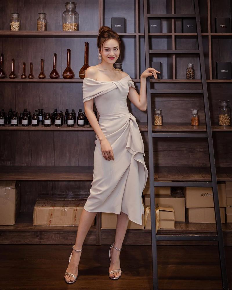 Tiểu Vy rực rỡ như đóa hoa hồng - Jessica lên đồ công sở dự sự kiện vẫn đẹp xuất sắc-5