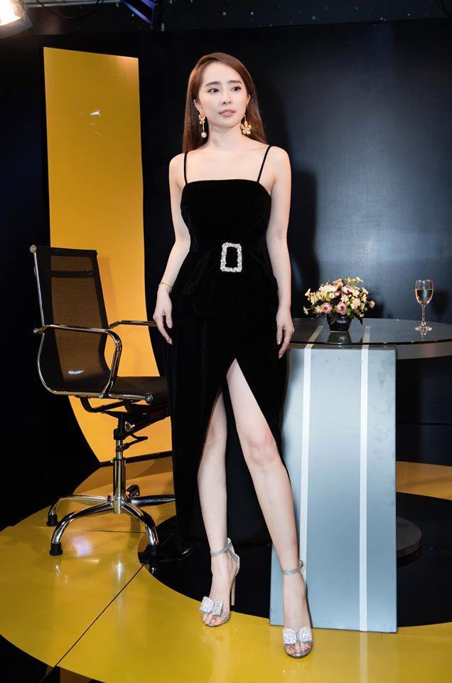 Tiểu Vy rực rỡ như đóa hoa hồng - Jessica lên đồ công sở dự sự kiện vẫn đẹp xuất sắc-7