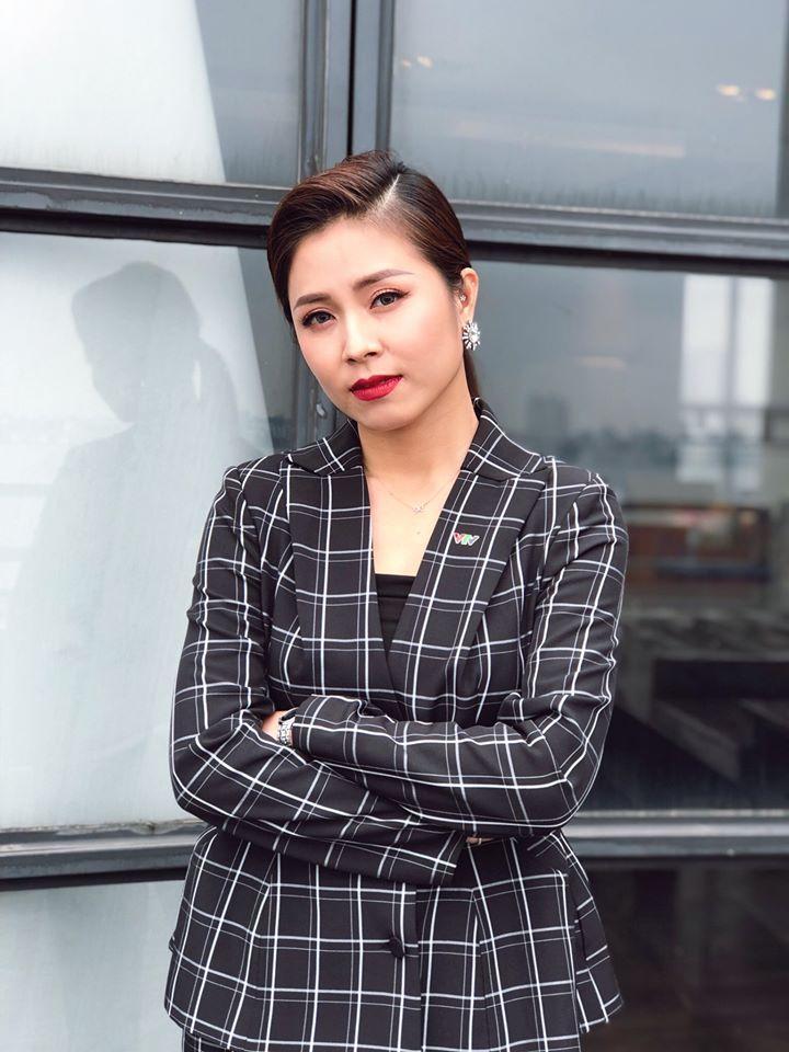 MC Hoàng Linh tung bộ ảnh khoe vai trần và vòng 1 gợi cảm-4