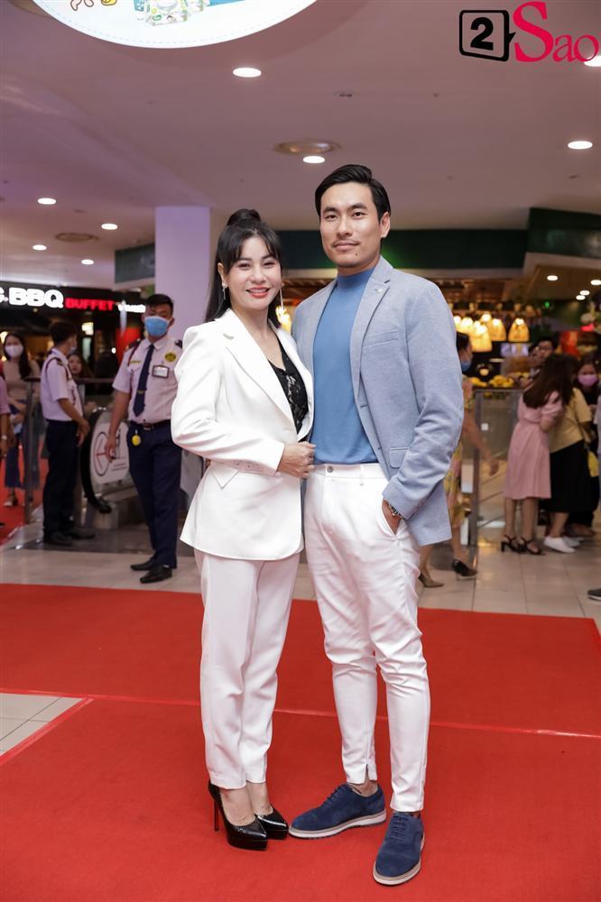 Cát Phượng hộ tống Kiều Minh Tuấn ra mắt phim mới giữa mùa dịch corona-3