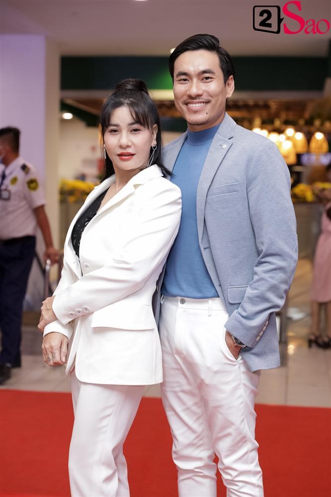 Cát Phượng hộ tống Kiều Minh Tuấn ra mắt phim mới giữa mùa dịch corona-4