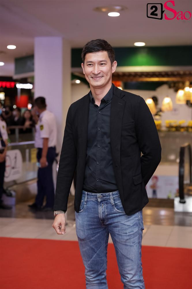Cát Phượng hộ tống Kiều Minh Tuấn ra mắt phim mới giữa mùa dịch corona-14