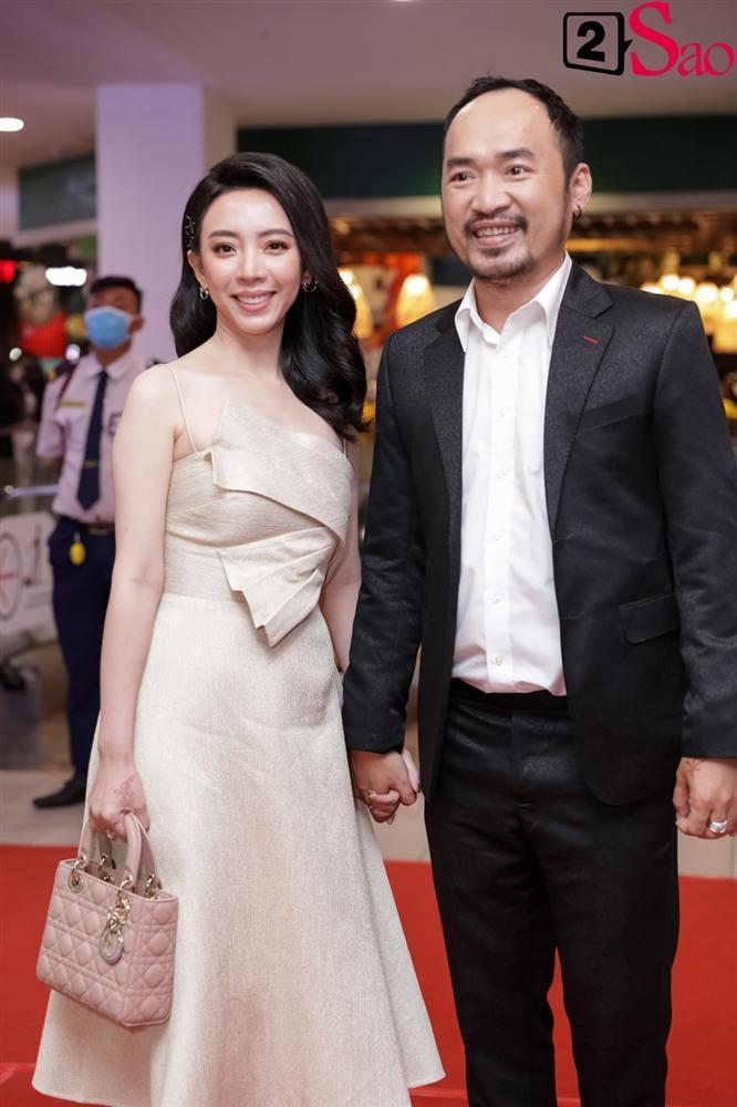 Cát Phượng hộ tống Kiều Minh Tuấn ra mắt phim mới giữa mùa dịch corona-9
