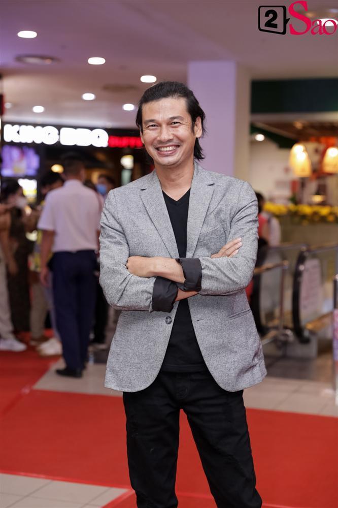 Cát Phượng hộ tống Kiều Minh Tuấn ra mắt phim mới giữa mùa dịch corona-13