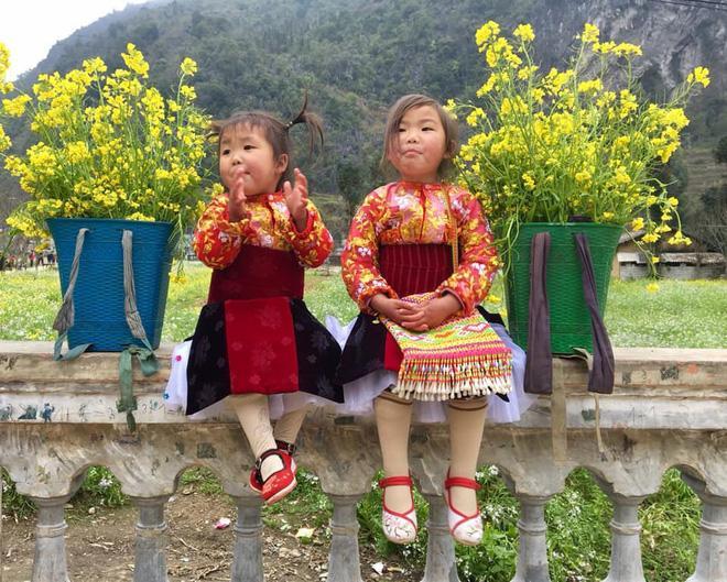 Khoảnh khắc cô bé Hà Giang nô đùa, cười rạng rỡ bên đường khiến bao người xao xuyến-4