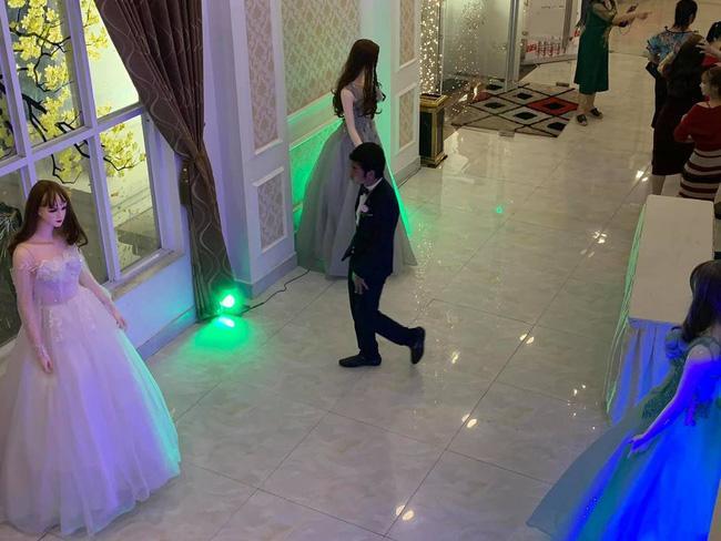 Đám cưới điều động dàn lễ tân độc dị, vừa nhìn thấy toàn thể khách mời ai nấy... đứng hình-2