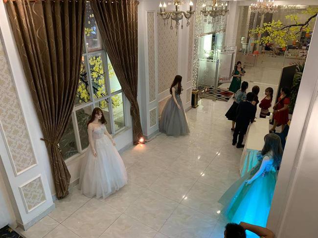 Đám cưới điều động dàn lễ tân độc dị, vừa nhìn thấy toàn thể khách mời ai nấy... đứng hình-3