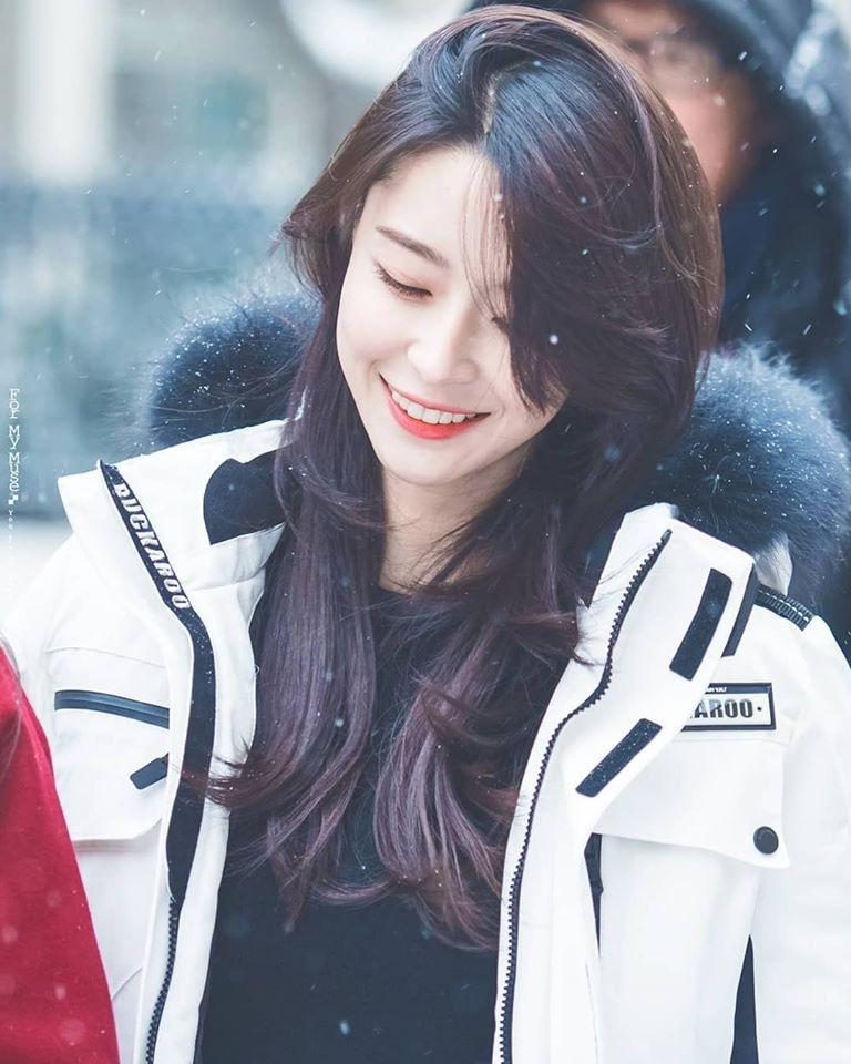 Nữ phụ Itaewon Class: Mặt mộc xuất sắc, thân hình nóng bỏng, từng hẹn hò Lee Jong Suk-10