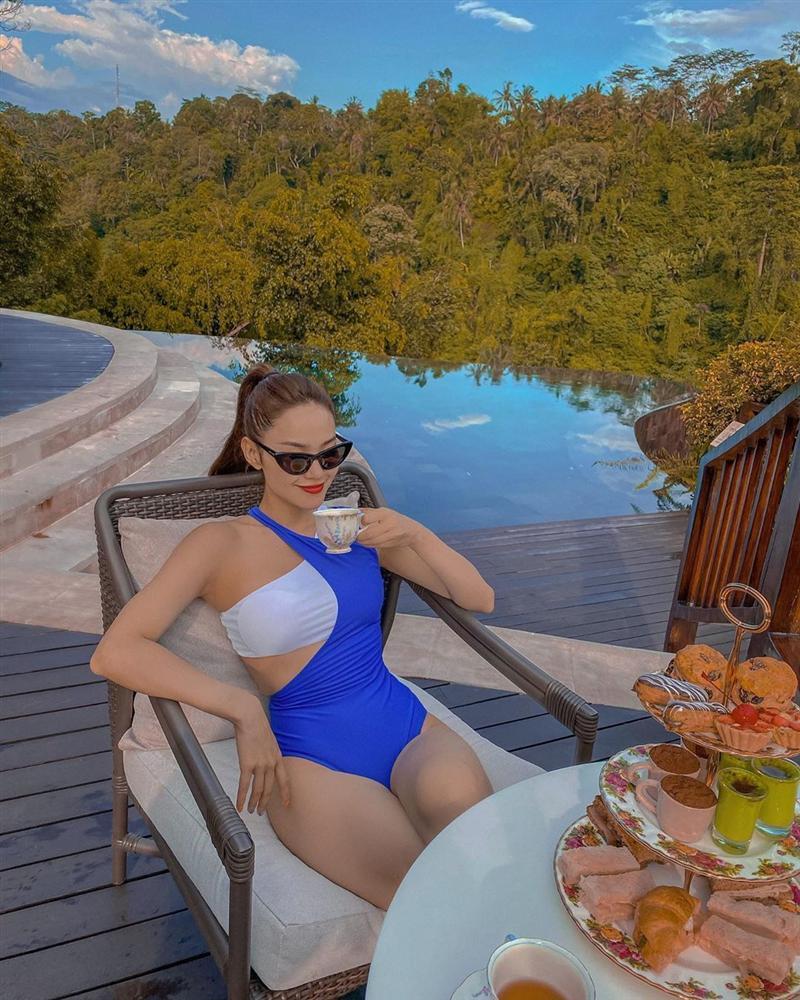 Minh Hằng đăng ảnh bikini giữa mùa dịch, ngâm mình trong nước để da dẻ mặn mòi-5