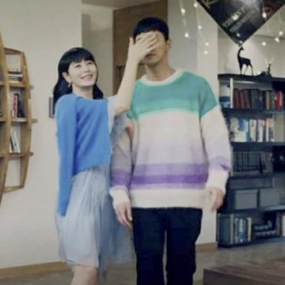 Pha đụng hàng bất phân giới tính: Từ Park Min Young đến Lee Dong Wook đều mê mệt chiếc áo màu mè-4
