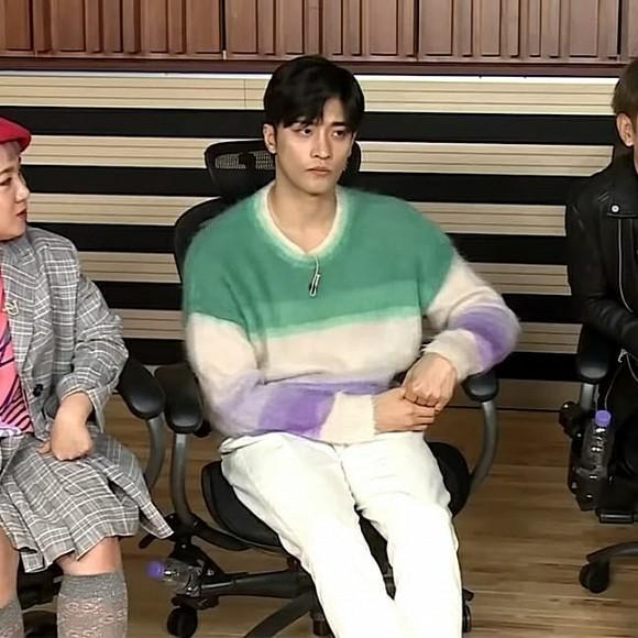 Pha đụng hàng bất phân giới tính: Từ Park Min Young đến Lee Dong Wook đều mê mệt chiếc áo màu mè-6