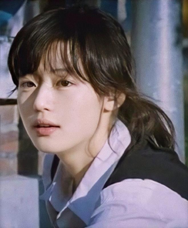 Ảnh Jeon Ji Hyun năm 20 tuổi gây chú ý-7