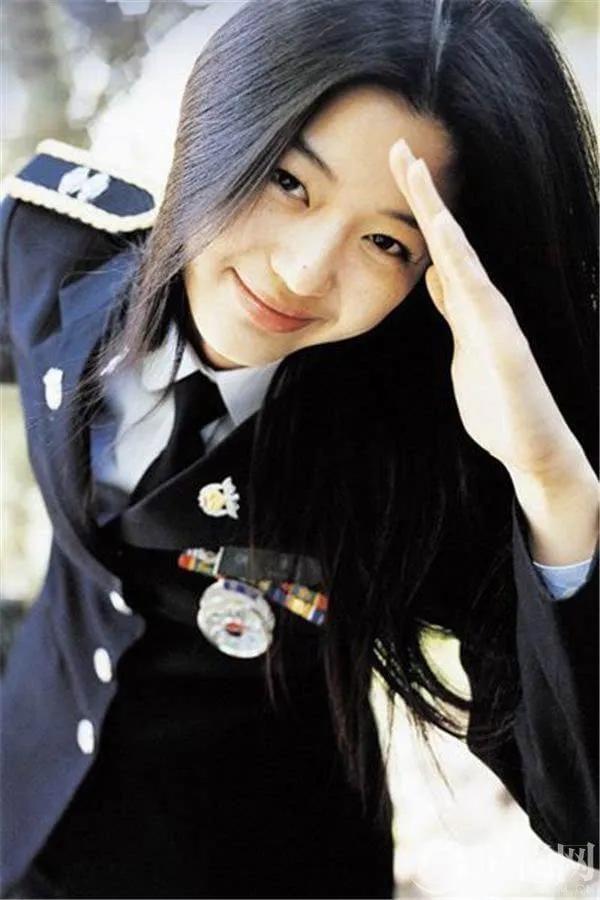 Ảnh Jeon Ji Hyun năm 20 tuổi gây chú ý-8
