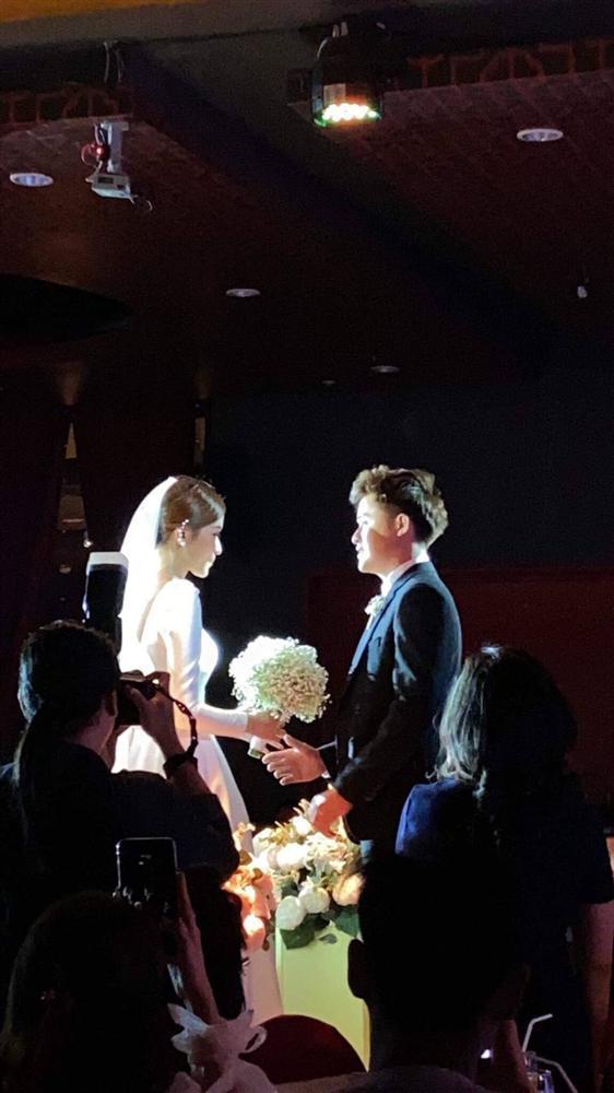 Cặp đôi duy nhất bước ra từ Người ấy là ai tổ chức đám cưới, chứng minh cổ tích là có thật-1