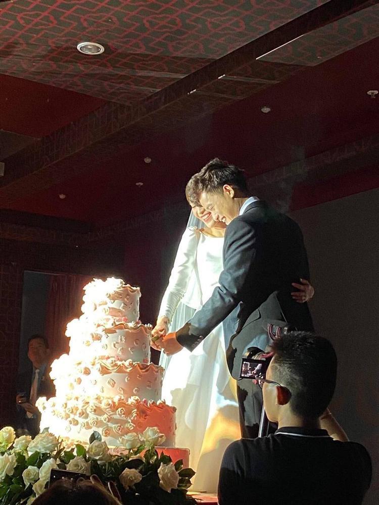 Cặp đôi duy nhất bước ra từ Người ấy là ai tổ chức đám cưới, chứng minh cổ tích là có thật-2